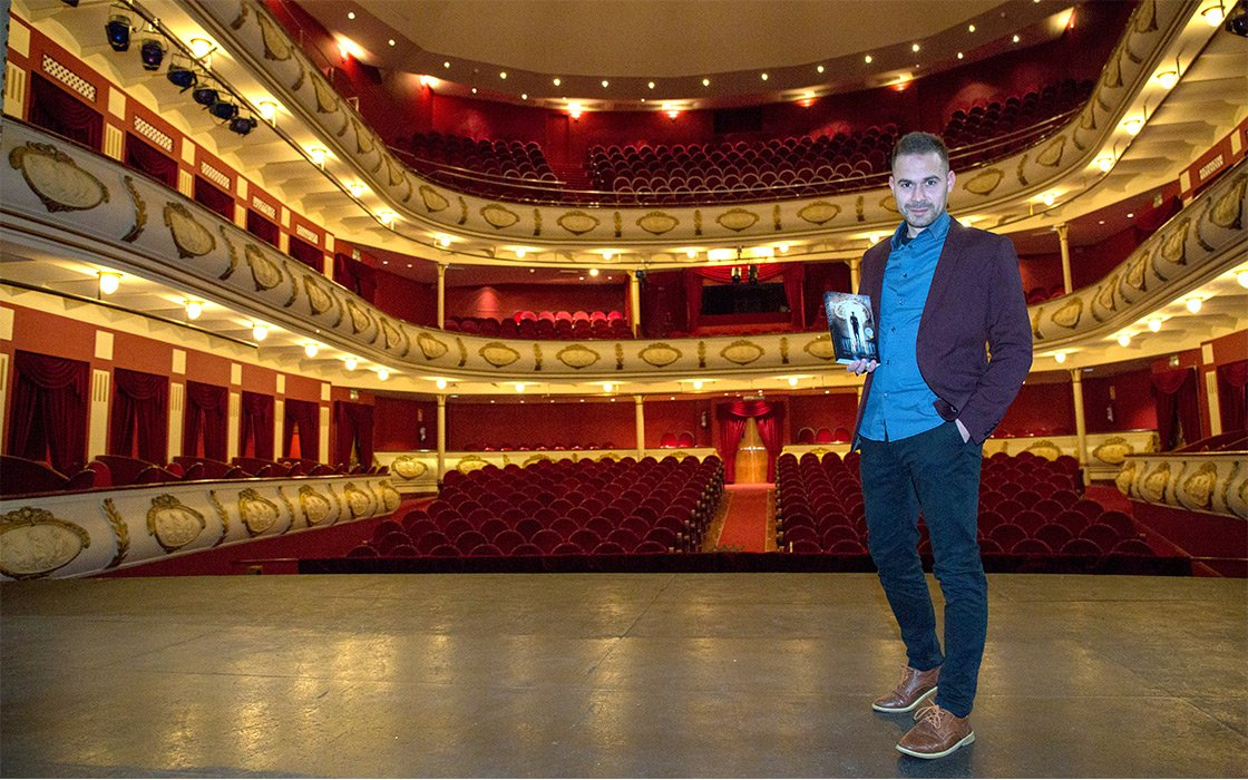 Ismael Santiago Rubio con su novela Inmemorian